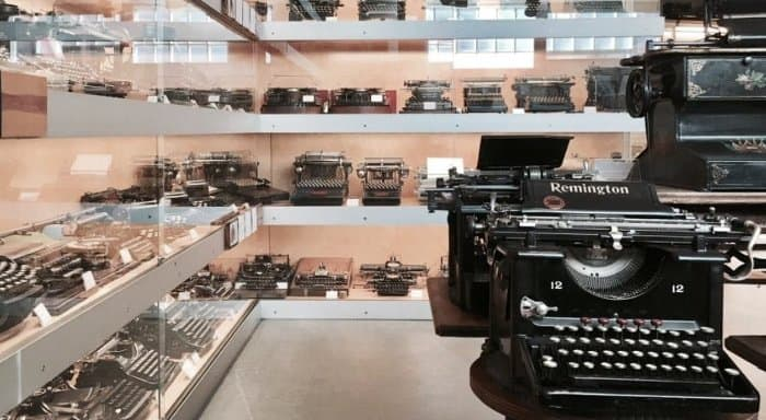 image of room in Typewriter Museum - Figueres